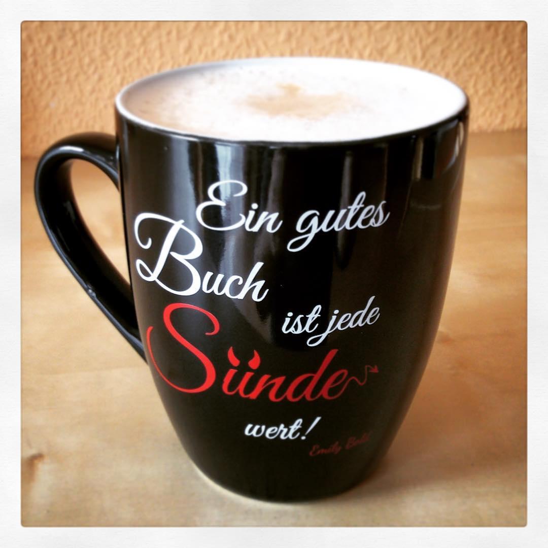 Strahlender SonnenscheinSchnee und ein leckerer Cappuccino  was will Frauhellip