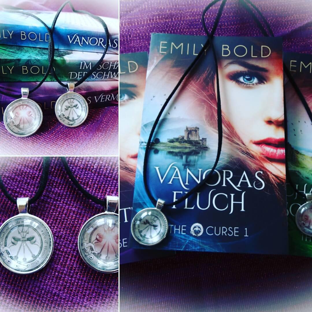 Das Amulett gibt es gratis beim Kauf der drei Bndehellip